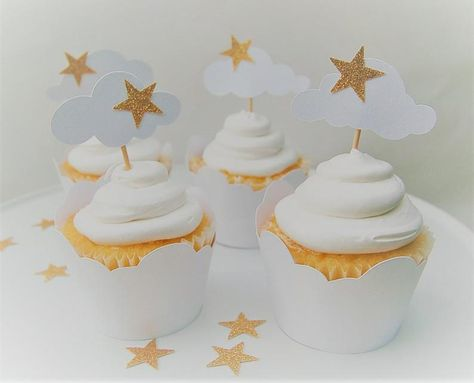 Twinkle Twinkle Little Star Decorations, Twinkle Star Party, Cloud Baby Shower Theme, Baby Girl Shower Themes, Star Cupcakes, Themed Cupcakes, Cloud Party, White Baby Showers, Baby Girl First Birthday