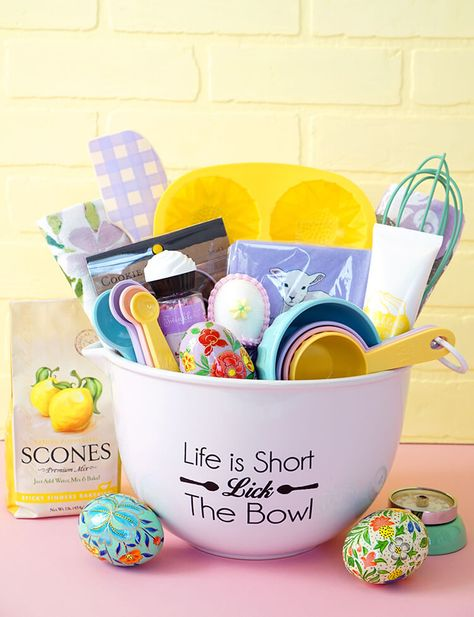 Simple DIY Christmas Gift Basket Ideas For Fa . Simple DIY Christmas Gift Basket Ideas for Family – Friends – Couples – Ch Theme Baskets, Themed Gift Baskets, Diy Gift Baskets, Easter Gift Baskets, Gift Basket Themes, Food Baskets, Basket Gift, Best Christmas Gift Baskets, Easy Diy Christmas Gifts