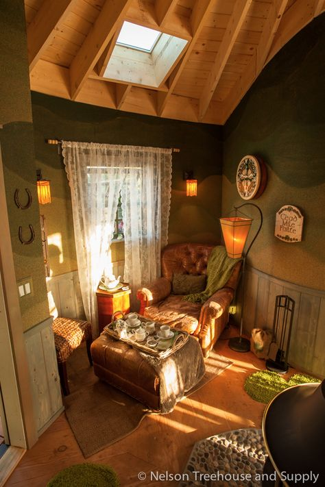 Tea Time in an Irish Cottage TreehouseYou can find Irish cottage and more on our website.Tea Time in an Irish Cottage Treehouse Irish Cottage Decor, Irish Decor, Cozy Cottage, Style At Home, Cabana, Cozy Corner, Cottage Interiors, Cozy Place, Interiores Design