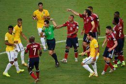 El abogado colombiano Aurelio Jiménez Callejas ha presentado en un juzgado de Cali una demanda contra la FIFA y contra el árbitro español Velasco Carballo por anular el gol de Yepes en el Brasil-Colombia del pasado Mundial.