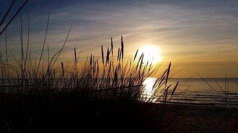 Kurz vor dem #Sonnenuntergang. #hiddensee #sunset #sky #sun #beach #beautiful #clouds #nofilter #landscape #sea #ocean #cloudporn #cloud #orange #ostsee #strand #meer #sonne #urlaub #balticsea #germany #schön #wirliebenwetter #wirsindinsel