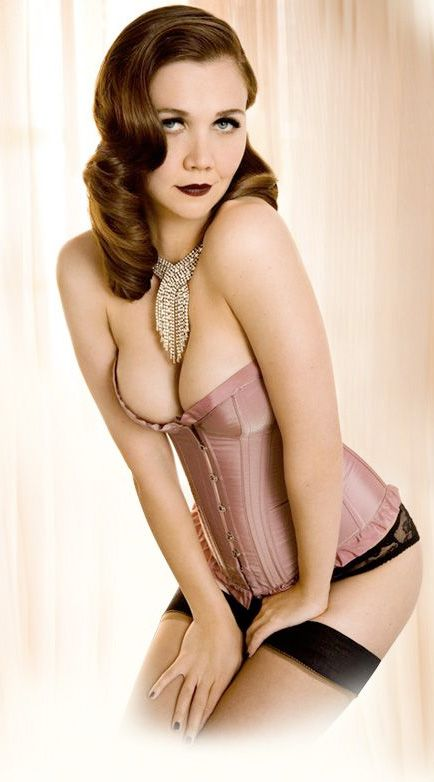 Maggie Gyllenhaal in pin-up fashion