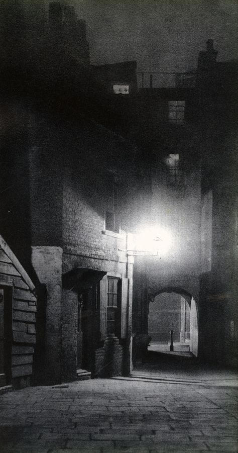 With his collaborator John Morrison, Harold Burdekin photographed the streets of the city of London in the dark for his bookLondon Night,published in 1934