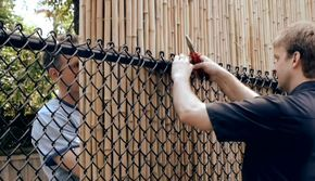 5 Ways To Cover Up A Chain Link Fence Grillage Jardin Palissade Bambou Idee Amenagement Jardin