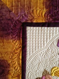 lovely pattern around appliqués. lovely border, too. pretty pretty!