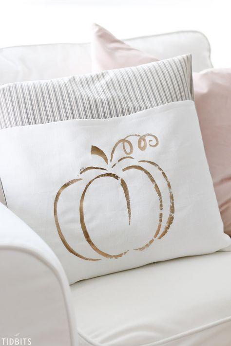 DIY Metallic Fall Pumpkin Pillows – No expensive cutting machine needed! Pumpkin Pillows, Fall Pillows, Burlap Pillows, Sewing Pillows, Throw Pillows, Diy Pillow Covers, Decorative Pillow Covers, Cushion Covers, Fall Sewing