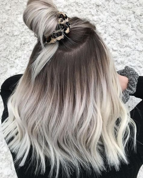 Fantastic styles of top knot hair looks with fresh and unique blonde hair color that you must flaunt nowadays. If you really wanna get modern touch of hair looks right now then must see here for awesome blonde hair styles for