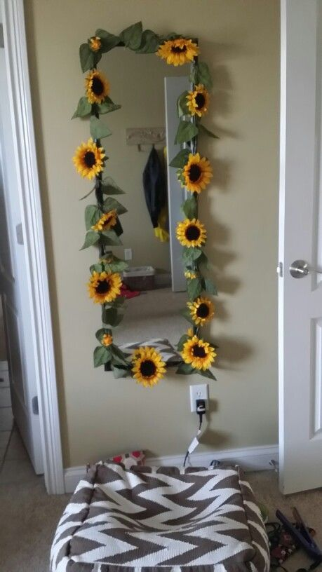 A Little Diy I Came Up With To Spice Up Your Mirror Dorm Room Ideas Tumblr College De Wohnheimzimmer Einrichten Raumideen Diy Zimmer Dekor Ideen #sunflower #living #room #decor #ideas