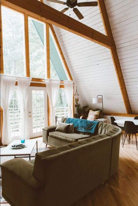 Heading to Smoky Mountain National Park? Book one of these Airbnbs in Gatlinburg for your mountain getaway. #gatlinburg #mountain #cabinfever #smokymountains