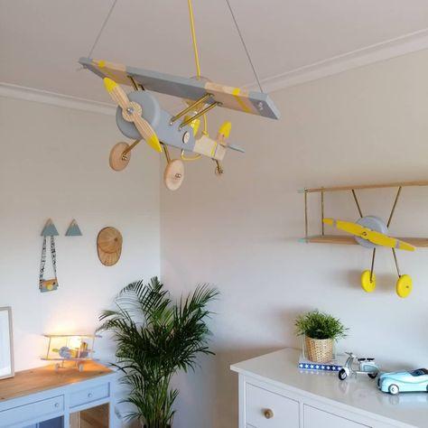 Nova colecção!🌴 Novo avião de tecto!⭐ Em breve disponível na loja online! #lamp #decor #kids #boyroom #maquinafotograficamadeira #kidstoys #kidsfashion #photo#xadrezasriscashome #xadrezasriscas #wood #newcollection ##amor #new #candeeiro #vintagestyle #vintage #handmade #homedecor #kids #home #babyroom #teepee #decor #decoracao%