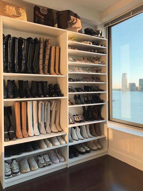 What makes the dressing room perfect? Many people have a house that is big enough to contain an imaginary dressing room. Small Closet Design, Closet Designs, Master Closet Design, Closet Bedroom, Closet Space, Organize Bedroom Closets, Pax Closet, Master Bedroom, Bedroom Decor