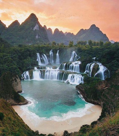 Duplo clique se concordam que o Vietnã é maravilhoso😍 . Credito Foto: @nois7 • Siga também:  @oturistacurioso @viagempralisboa @turistinhasprofissionais • • • #travelpassion #exploretheworld  #passionpassport #vietnam🇻🇳 #vietnamame #travelawesome #traveltheworld #travelescape #keeptraveling #turistaprofissional