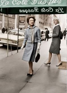 The Duchess leaving La Cote Basque in New York in 1962, with her friend C.Z. Guest behind her.