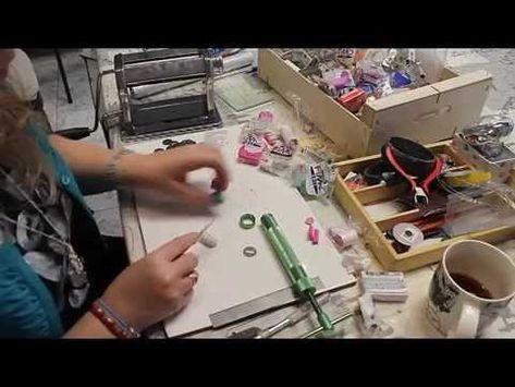 http://www.startallercreativo.com Creamos de una forma fácil un bastón con la extrusora o churrera con arcilla polimérica de la marca Fimo en este caso. Espe...