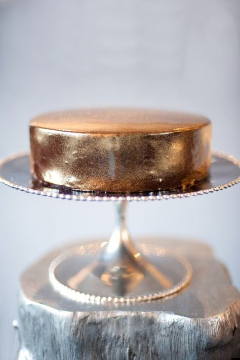 Copper cake by Gigi Blue Delectable Edibles. Shiny Metallic Luster Dust available through Pastry Chef Central. Photo by Missy Photography.