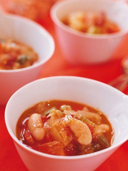 Recipe : ミネストローネ/残り野菜と白いんげん豆をコトコト煮込んだ、トマト風味の具だくさんスープ。 #Recipe #レシピ