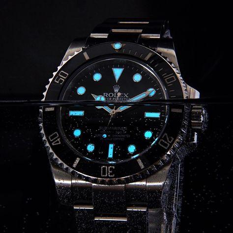 Underwater lame shot of the Rolex Submariner /// via