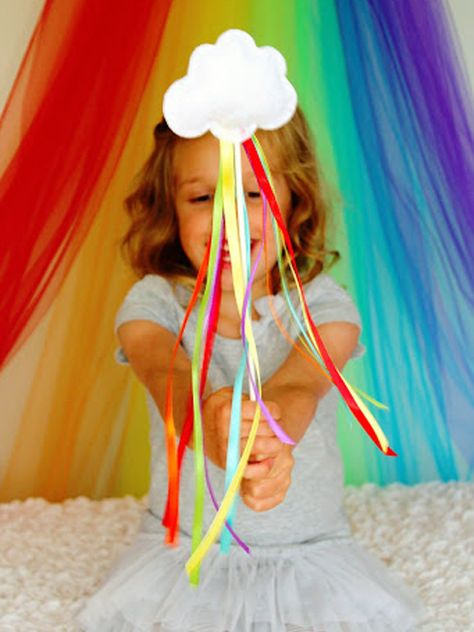 St. Patrick's Day Crafts for Kids - rainbow wand!!