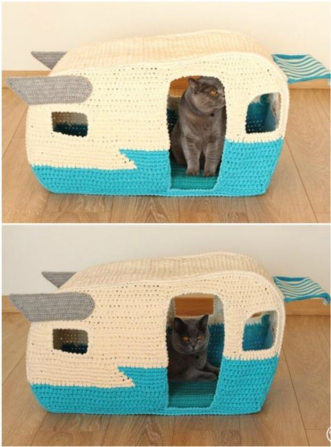 You are going to love this Crochet Cat Cave Free Pattern and it's just one of many awesome ideas in our post. Crochet Birds, Crochet Food, Knit Or Crochet, Crochet Animals, Crochet Crafts, Crochet Projects, Crochet Cat Toys, Cat Couch, Cat Cave