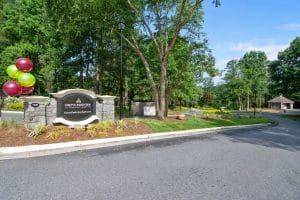 Apartments For Rent In Stone Mountain Ga Grove Parkview Apartments Benefits Of Indoor Plants Apartments For Rent Trending Decor