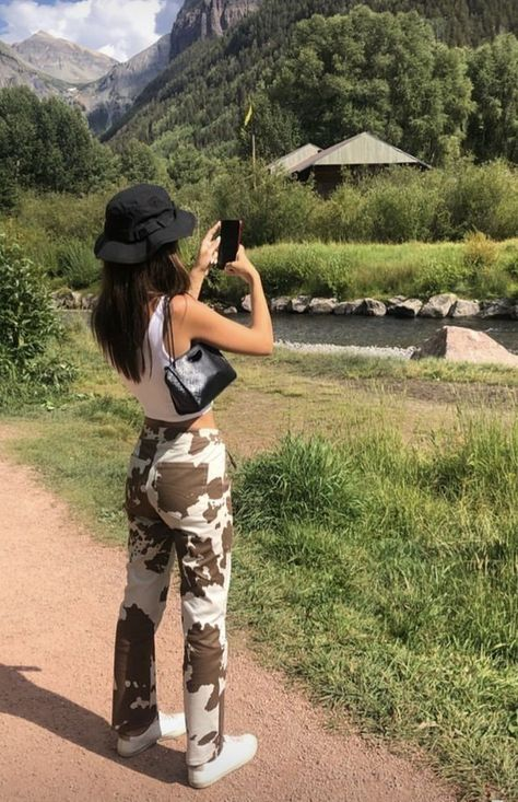 May 2020 - cow print pants white slimming pants high waist cow prints pants aesthetic straight pants street styles Retro Outfits, Trendy Outfits, Cool Outfits, Summer Outfits, Fashion Outfits, Indie Outfits, Cow Girl Outfits, Fashion Skirts, Winter Outfits