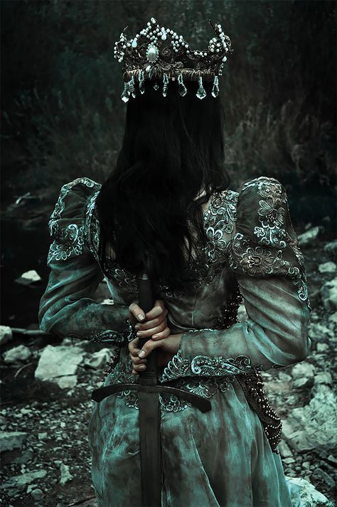 This Photographer Creates Amazing Slavic Pagan Themed Photoshoot And Proves Slavs Have Amazing Culture. Also perfectly suited for a dark fantasy novel. Potnia Theron, Images Esthétiques, Pagan Poetry, Dark Queen, Slytherin Aesthetic, Princess Aesthetic, Queen Aesthetic, Fantasy Photography, Book Aesthetic