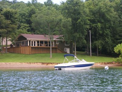 Dale Hollow S Only Waterfront Vacation Home Monroe In 2020 Beachfront House Lake House Rentals Vacation Home