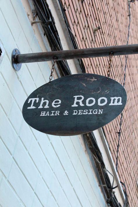 the+room+4+peluqueri%CC%81a+albacete+decorada+en+negro.jpg 600×900 pixels