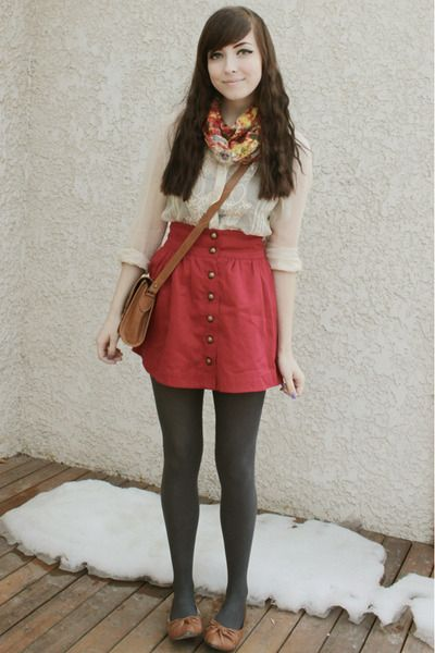 i love this girl's style, bookish but not too nerdy