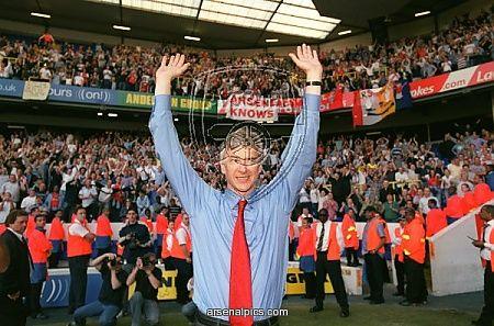 The boss celebrates winning the Premiership at White Hart Lane! 25/04/04 #Arsenal