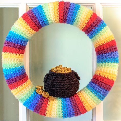 St. Patrick's Day Pot of Gold Wreath Crochet Pattern | www.petalstopicots.com | #crochet #StPatricksDay