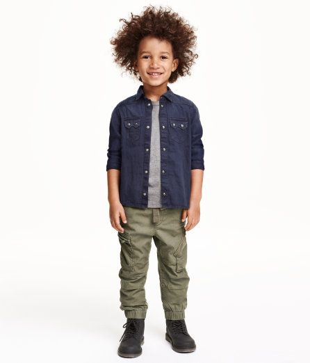 Cargo pants in soft, washed cotton twill. Side and back pockets with flap, leg pockets with zip, elasticized drawstring waistband, and elasticized hems.