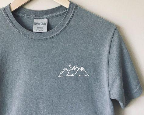 The Great Wave T-Shirt - Inspirational T Shirts - Ideas of Inspirational T Shirts - Diy Embroidery Shirt, Embroidery On Clothes, Simple Embroidery, Embroidered Clothes, Embroidery Patterns, T-shirt Broderie, Simple Shirts, Comfort Colors, T Shirt Diy
