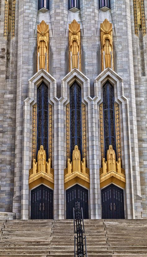 Church in downtown Tulsa, Oklahoma. Church Architecture, Beautiful Architecture, Beautiful Buildings, Architecture Details, Art Nouveau, Art Deco Stil, Art Deco Buildings, Art Deco Pattern, Art Deco Design