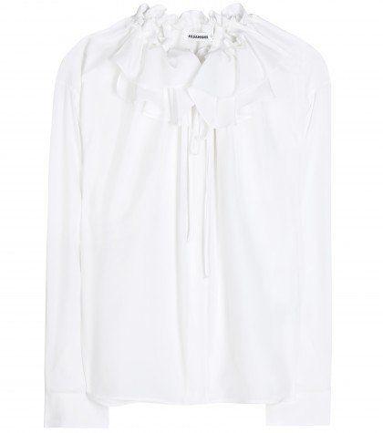 """Pin for Later: In diesem Frühjahr wird die weiße Bluse vom Büro-Klassiker zum echten Hingucker  Jil Sander Seidenbluse """"Alice"""" mit gerafftem Ausschnitt und Rüschen (850 €)"""