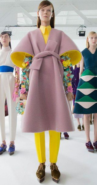 Delpozo • fashion • color inspiration • outfit • pink coat • large bell sleeves • yellow