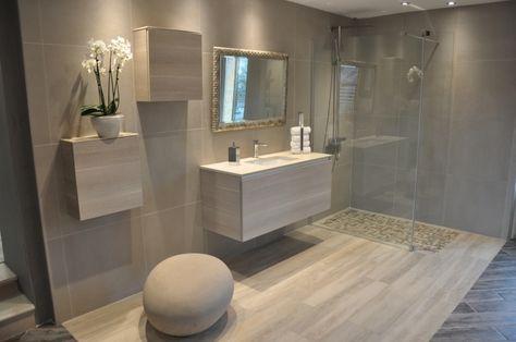 salle de bain avec douche italienne et baignoire dans Le ...