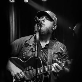 Listen to every Luke Combs track @ Iomoio Country Musicians, Country Music Singers, Country Artists, Dorm Picture Walls, Western Photo, Smile Quotes, Song Quotes, The Band Perry, Music Aesthetic