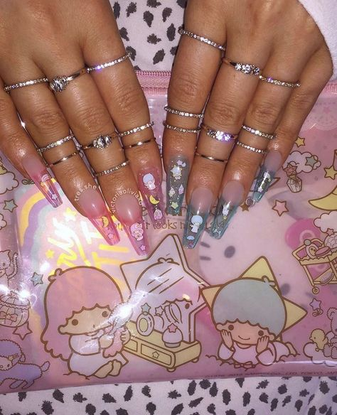The Collection Of Sexy Stiletto Nails Stiletto Nails are becoming quite the trend for those who love elaborate nail designs! Blue Stiletto Nails, Aycrlic Nails, Star Nails, Dope Nails, Gorgeous Nails, Pretty Nails, Really Cute Nails, Hello Kitty Nails, Finger