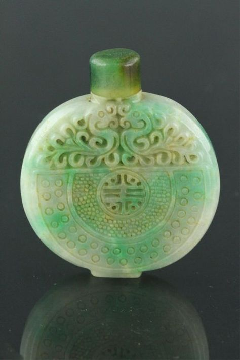 Chinese Green Jadeite Carved Snuff Bottle : Lot 78:
