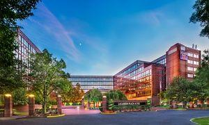 Laguardia Plaza Hotel East Elmhurst Ny In 2020 Plaza Hotel