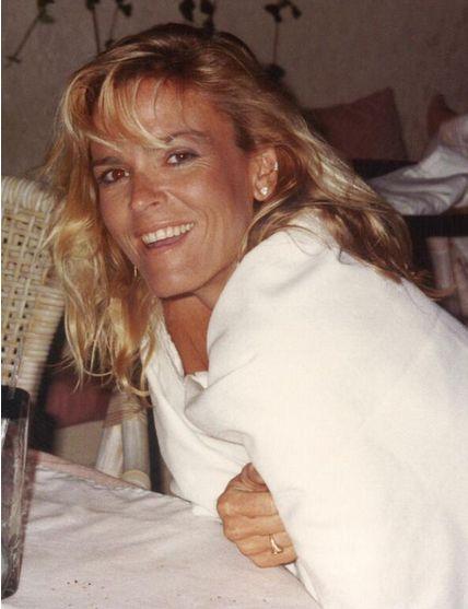 Nicole Brown Simpson...she was so pretty!!