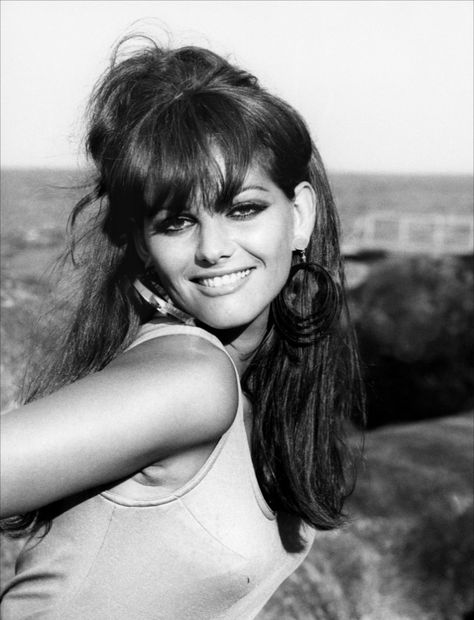 Love this pic of Claudia Cardinale. She's precursing Susanna Hoffs from the Bangles, dontcha think?
