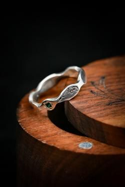 Cute Jewelry, Jewelry Rings, Jewelery, Jewelry Accessories, Unique Jewelry, Fashion Accessories, Grave, Mother Rings, Cute Rings