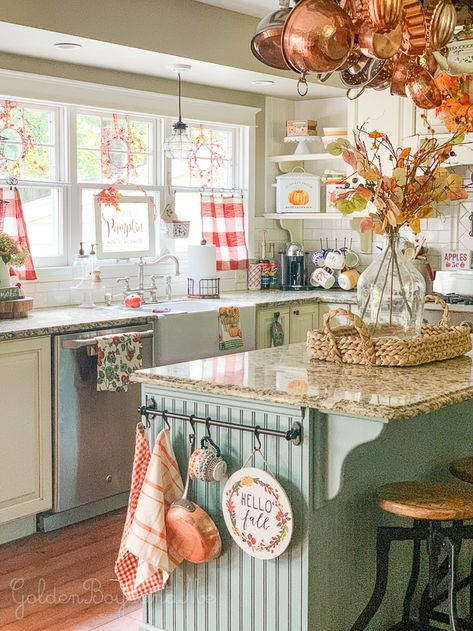 25 Awesome Fall Kitchen Design For Home Decor Ideas. If you are looking for Fall Kitchen Design For Home Decor Ideas, You come to the right place. Below are the Fall Kitchen Design For Home Decor Ide. Shabby Chic Farmhouse, Modern Farmhouse Kitchens, Farmhouse Kitchen Decor, Farmhouse Furniture, Kitchen Furniture, Farmhouse Sinks, Shabby Chic Kitchen Decor, Open Kitchens, Antique Farmhouse