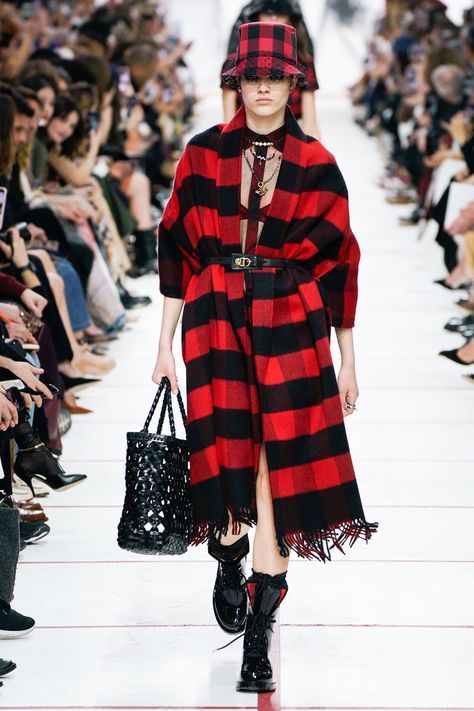 Christian Dior Fall 2019 Ready-to-Wear Fashion Show Collection: See the complete Christian Dior Fall 2019 Ready-to-Wear collection. Look 23