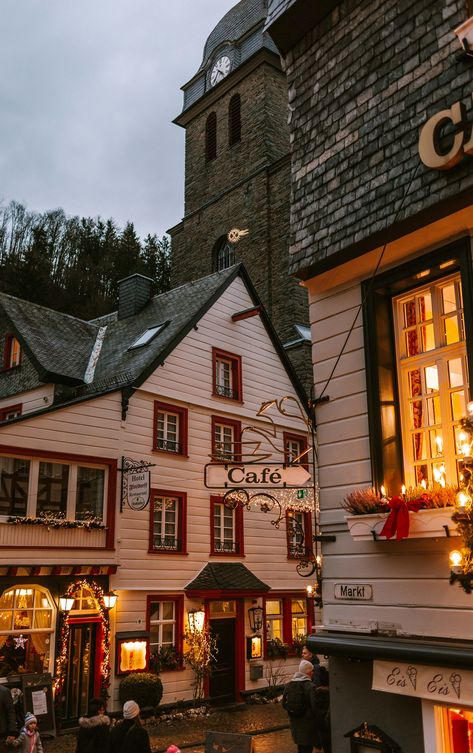 The complete guide to visiting Germanys most beautiful Christmas Market Monschau. Like stepping back in time this Weihnachtsmarkt is unlike any other. Autumn Aesthetic, Christmas Aesthetic, Travel Aesthetic, Aesthetic Stores, Aesthetic Coffee, The Places Youll Go, Places To Go, Fall Wallpaper, Halloween Wallpaper