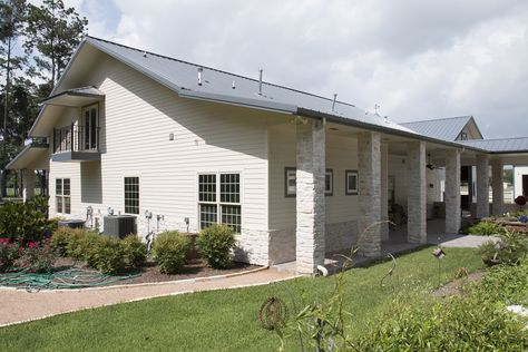 Morton Buildings custom home with attached horse barn in Spring, Texas.