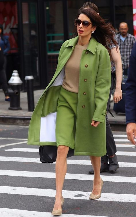 Amal Clooney, son look de businesswoman, so green!