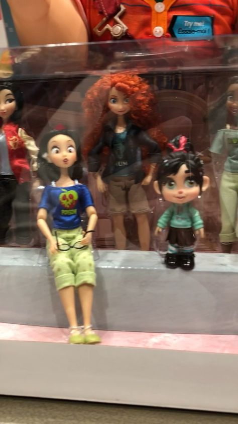 Dolls of the Disney Princesses, dressed in their PJs from Wreck-It Ralph 2.